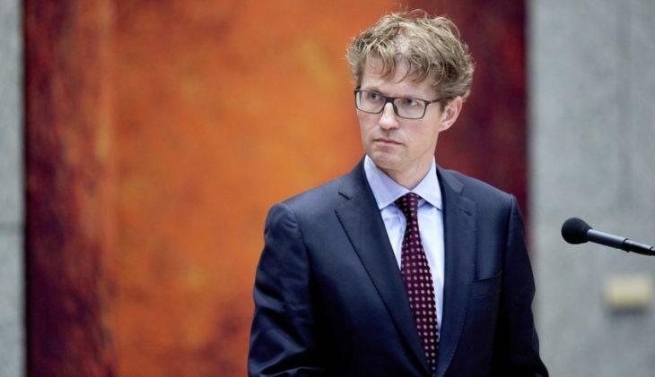 -09 14:36:30 DEN HAAG - Sander Dekker, staatssecretaris van Onderwijs ...: www.travmagazine.nl/anvr-verheugd-flinke-stap-dichterbij-tweeweekse...