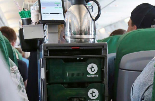 Transavia: nu ook contactloos pinnen aan boord