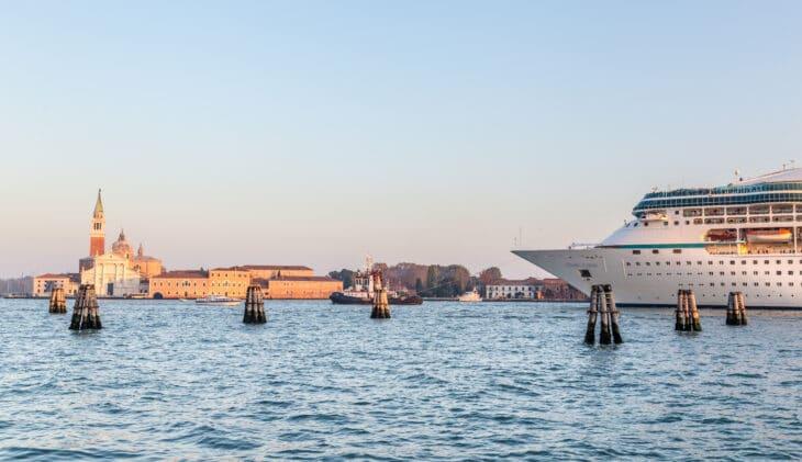 Burgemeester Venetië wil op rode lijst Unesco
