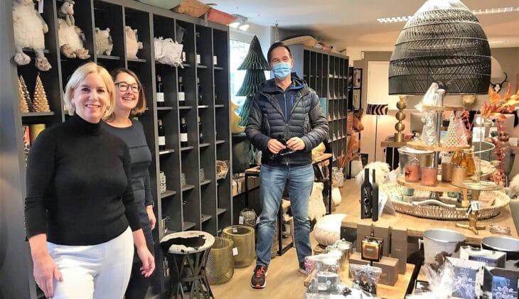 Ankie Jansen (TravelXL Archipel) krijgt spontaan bezoek van Mark Rutte